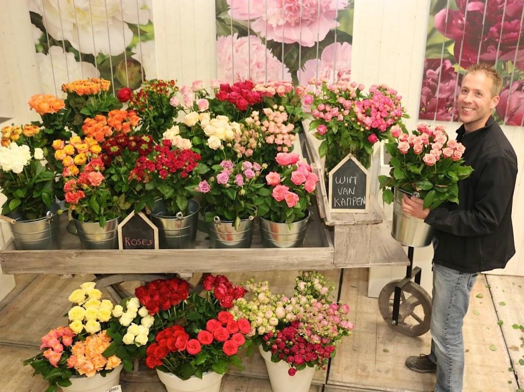 Our buyer Rob van Leeuwen with all kind of roses from grower Wim van Kampen